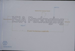 La copertina del libro sul packaging pubblicato dall'ISIA di Urbino