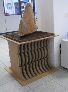 In quest'opera si noti il supporto realizzato con i tavoli di taglio Kongsberg