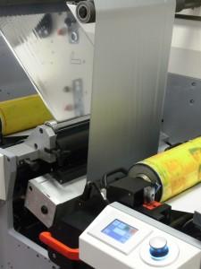 La flexo a maniche EF410 stampa anche supporti metallizzati