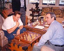 Kasparov (col bianco) in una partita amihevole