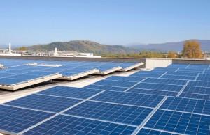 I film per coperture fotovoltaiche costituiscono il prodotto fondamentale della Coveme, che le ha applicato innanzi tutto nei propri stabilimenti