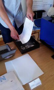 La semplice operazione di fissaggio dell'inchiostro sul foglio transfer