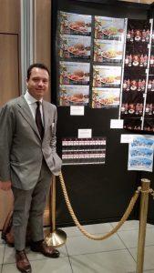Domenico Raccioppoli davanti ai lavori premiati